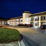 Foto van SureStay Plus Hotel by Best Western Fayetteville