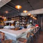 Le Bar le Groove, à quelques pas du Centre Hôtelier Deville.