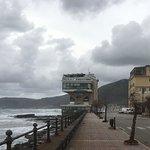 L'ardita costruzione sul mare che ospita il ristorante