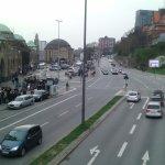 La hermosa ciudad de Hamburgo con sus avenidas y su bella entrada  al puerto  en Landensbruken