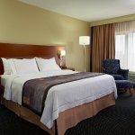 Photo de Fairfield Inn & Suites by Marriott Montreal Airport