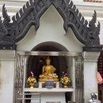 Foto de Wat Ratchanatdaram Woravihara (Loha Prasat)