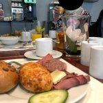 Frühstück, Roastbeef *herrlich* , frisch zubereitete Omelettes nach Wunsch oder ein Spiegelei