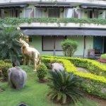 Photo de Earl's Regent Hotel