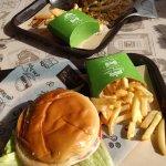 Hamburguesa con queso y la Callejera