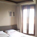 chambre double- salle de bain petite avec douche- terrasse au 4eme