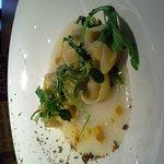 Très bonne adresse Une cuisine très fine , des calamars avec une crème de champignons, digne d'u