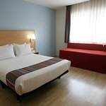Photo de Travelodge Madrid Torrelaguna