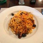 tagliolini con sugo di calamari e olive