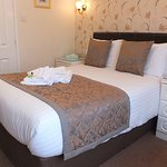 Double ensuite with shower. Free breakfast, wifi & parking. Adults only.