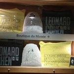 """À l'expo sur Leonard Cohen: """" Une brèche en toute chose"""", le 01/02/18!"""