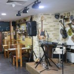 Unpretentious place with great food, live music and friendly staff.
