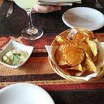 Entrada, chips de batata con salsa muy rica