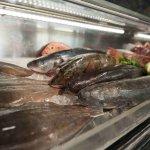 Acuario-Expositor con el pescado más fresco
