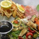 antipast avec la friture de calamars et langoustines