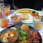 Poulet, risotto et petits légumes et assiette détox