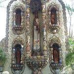 La fuente de la Virgen de la Candelaria, al fonde de la Casona de Valladolid
