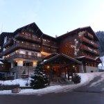 Beautiful Hotel Champs Fleuris
