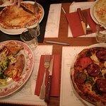 Pizzas et rouléïade (en bas à gauche)