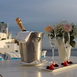 Chocolate strawberries and champagne thanks to Astra Suites