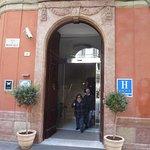 La puerta del hotel