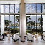 Foto van Island House Hotel Orange Beach - a DoubleTree by Hilton