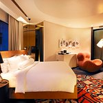 Naumi Hotel resmi