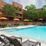 Foto de DoubleTree Suites by Hilton Hotel Charlotte - SouthPark