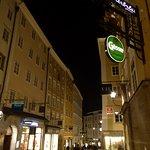 an evening stroll in Linzergasse