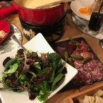 Une magnifique fondue au 3 fromages, .... un délice!