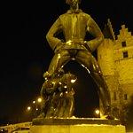 Lange Wapper de bewaker van Walburgis bij nacht