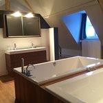 Badkamer van luxe kamer.
