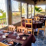 restaurant panoramique vue sur mer et pirogues