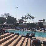 Belle piscine idéale pour nager mais si vous voulez vous y poser, gare aux serviettes
