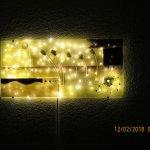 Wandbild mit Lichterkette als indirekte Beleuchtung