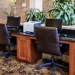 Photo de Clarion Inn & Suites Tulsa Central