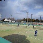 テニスコート(遠景は鳥類センター)