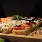 variado de sushi para dos