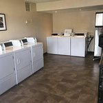 24/7 Guest Laundry with Microwave and Ice Machine