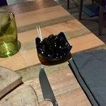 Amuses bouches : olives noires denoyautées