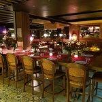 Την ημέρα του Αγίου Βαλεντίνου ερωτευτείτε μαζί μας στο ιταλικό εστιατόριο Casanova Vouliagmeni.