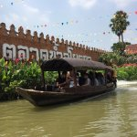 Photo de Ayothaya Floating Market & Elephant Village