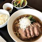 叉焼湯麺(広東風しょう油ラーメン)ランチでもディナーご賞味いただけます。