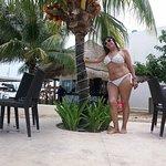 En la zona de piletas del Hotel Cancun Bay