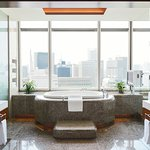 The Peninsula Suite Bathroom