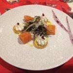 Saumon fumé par nos soins - Petits blinis à la crème parfumée au combawa - Salade de fenouil