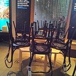 Стулья с автографами нобелевских лауреатов в Музее Нобеля