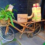 Photo de Reaching Out - Hoa Nhap Handicrafts