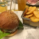 The fontina Hamburger with chips
