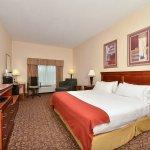 Photo de Holiday Inn Express Campbellsville